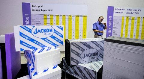 KJØPER OPP: Konsernsjef Stein Trygsland i Jackon er svært fornøyd med at Jackon Group har overtatt Finlands markedsleder innen såkalt EPS-isolasjon. Nå kan han føye ytterligere tre fabrikker og 70 ansatte til porteføljen.