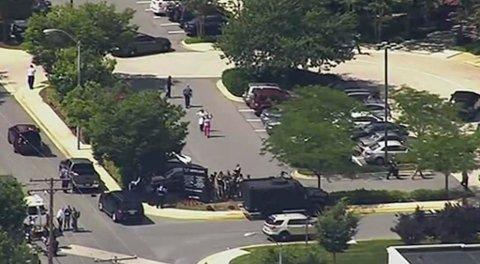 SKYTING: Flere personer er skutt og drept i lokalene til avisen Capital Gazette i Annapolis i den amerikanske delstaten Maryland. Foto: NTB Scanpix