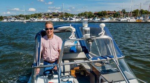 Stø kurs mot valget: Ordfører Jon-Ivar Nygård (Ap) har vært mye ute med båten i sommer. Nå ser han fram mot valget neste år og håper på nok en periode som ordfører.