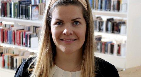 GIR RÅD: Aase Refsnes er fylkesråd for kultur. Hun forklarer store forskjeller i milliontildelinger med at noen er flinkere å søke enn andre.