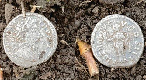 Her er sølvmyntene som er funnet i Ringsaker den siste tida, den ferskeste denne uka. De er preget med motiv av keiser Marcus Aurelius og stammer fra år 168 - 169 e.Kr.