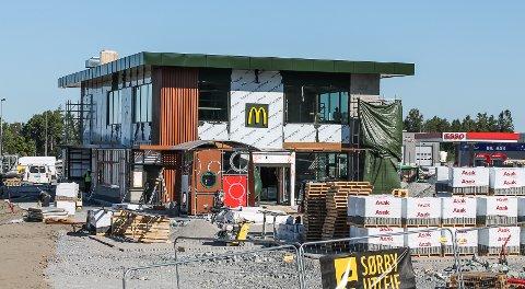 ÅPNER SNART: McDonald på Svinesund nærmer seg planlagt åpningsdato 16. august.