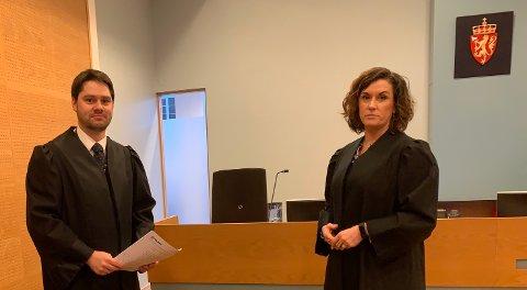 I RETTEN: Politiadvokat John Olav Thorbjørnsen og tiltaltes forsvarer, Linda Ellefsen Eide, frafalt alle vitner i straffesaken da mannen la kortene på bordet. (Foto: John Arne Bauge)