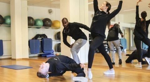 Dans: Lukas Ivarrud, (f.v.), Rikke Anett Lund og Michael Dewar har sammen med Marit Thomassen startet Balance – Mosjøen danseforening.