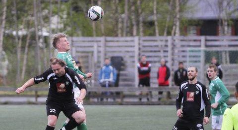 DØDBALL: Mathias Aanes scoret to ganger på corner, og spilte en god kamp da Olderskog tok tre poeng på hjemmebane.