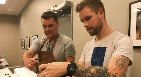 VINNERNE: Knut Roar Johnsen (t.v.) og Raymond Fagerheim brygget det beste ølet og vant publikumsprisen under Helgeland hjemmebryggerfestival. Foto: Per Vikan
