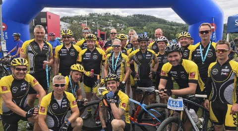 MANGE: Mosjøen og Omegn Cycleklubb stilte med 20 ryttere i Levanger og var en av de største klubbene i Tour de Tomtvatn lørdag. Foto: Arrangørene