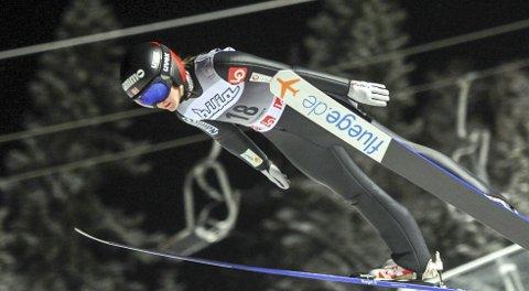 BRYTER BARRIERER: Eirin Kvadal håper å sikre seg sine aller første World Cup- poeng i hopp før hun tar juleferie. Her er Eirin i norgescup og NM  på Lillehammer  sist helg.