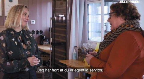 FORSNAKKELSE: Mest av alt var Torill Renaa blid da landbruks- og matministeren kom for å gi henne pris. Men da Olaug Bollestad forsnakket seg, var hun rask med å forsvare yrket sitt.