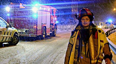 KLAR FOR NYTTÅR: Nils Olav Tveiten og Kongsberg brann- og redningstjeneste er beredt før kvelden og nattas festligheter. Dette bildet er tatt i forbindelse med en annen episode.