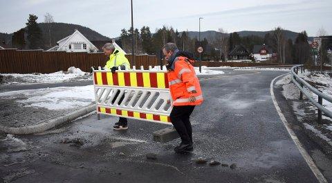 Johnny Løcka og Tom Hedalen var to fornøyde herremenn som åpnet veistumpen ned til Teknologiparken.