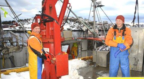 «Stamsundværing leverer: Til venstre Rolf Arne Frantzen, til høyre Sten Viggo Storhaug. Nede i båten står Trond Sørensen.