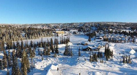 Nordseter fjellandsby med Nevra høyfjellshotell i midten.