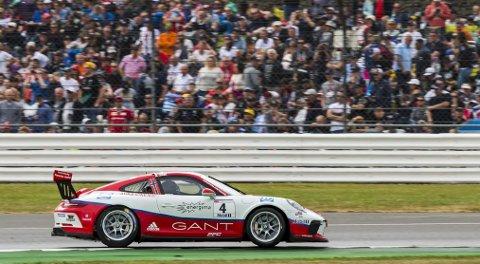 Superfart: Den lokale Porsche-føreren har noe stort på gang. Det er det ingen tvil om.