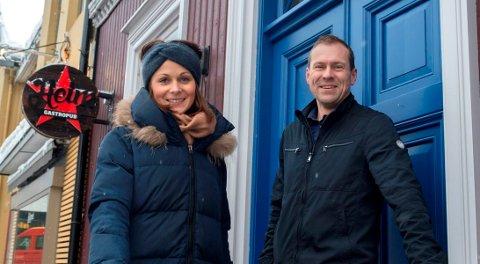 """Brooke Schjellerud fra Gjøvikregionen Utvikling og Ådne Midtlin fra Total Innovation på Raufoss er vertskap for """"Bright Bar"""" på Heim 25. januar."""