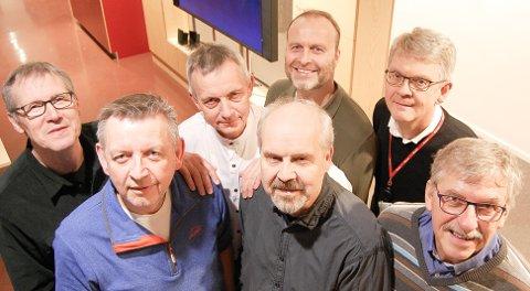 BEDRE ENN NOEN GANG: Gutta Voice, her ved syv av dem. Foran (f.v.): Dagfinn Johnsen, Kjell Bakke, Arild Gjelseth, Per Wolden, Torstein Rem. Bak: Tore Nerland (t.v.), Gunnar Løkkevik. Truls Anders Nilsen var ike til stede da bildet ble tatt.