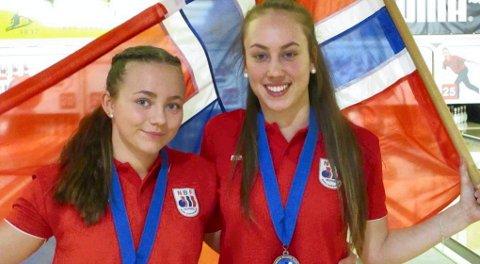 SØLVJENTER:  Nora Kjellås, til høyre, tok EM-sølv i double sammen med Sofie Hultstedt.