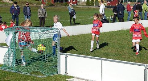 MÅL: Her lager Eidskog et flott mål i kampen mot Kongsvinger.