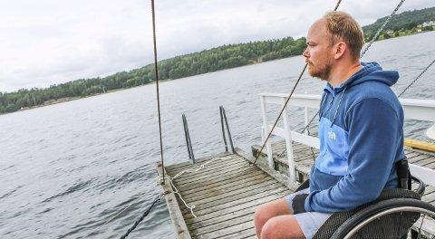KJØRTE MYE BÅT: Før Even ble lam, var han ofte ute på sjøen. Men da ulykken inntraff for 12 år siden, valgte familien å selge båten. Dersom de får en brygge som er tilpasset Even, forteller han at han kommer til å gå til innkjøp av en ny båt til hytta.