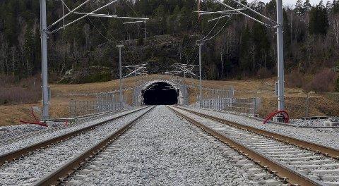 FRAKTET TILBAKE: Passasjerene ble fraktet tilbake til Larvik etter avsporingen fredag.