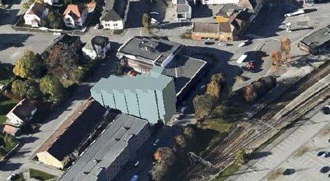 HØYBLOKK: Slik vil blokka bli liggende i Jernbanegata.