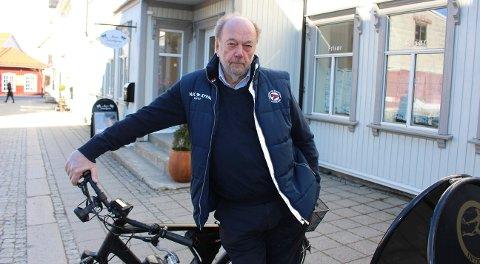 BUSS: John Bråthen i Bamble Reiselivsforening & Bamble 2025 vil ha ny bussforbindelse.