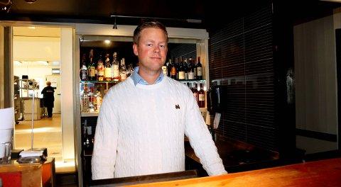 STENGT: Daglig leder Kristian Bull Varn ved Sjøloftet i Brevik har stengt restauranten og puben på grunn av koronasituasjonen.