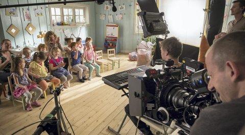 Innspilling: Oliver Dahl fra Brumunddal har travle dager som skuespiller på heltid. Nå bor han og familien i Ungarn i forbindelse med innspillingen av film og TV-serie om «Karsten og Petra».Foto: Cinenord kidstory