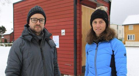Følger med på luftkvaliteten: Energi- og klimarådgiver i Skedsmo kommune, Øyvind Wahl, og seniorforsker ved Norsk institutt for luftforskning (NILU), Claudia Hak, vil følge nøye med på luftkvaliteten i Lillestrøm i ukene framover. Begge foto: Linda Ingier