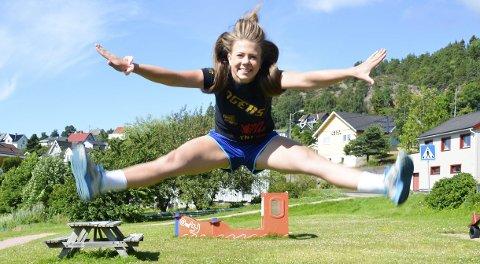 HØYE HOPP: Cheerleading bestpr av mange tekniske øvelser.