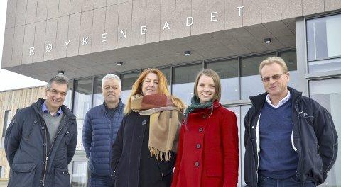 ALVOR: De tar klima i Røyken på alvor, fra venstre Jan Syrstad (H), daglig leder Ola Mæhlum i REAS, Elisabeth Holter Schøyen (V), miljørådgiver Bente Støa i Røyken kommune og driftsleder i REAS, Arild Dorholt.