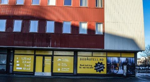 LAGERPLASS: Bodhotell.no har nå også etablert seg i Sandefjord, i ledige lokaler i første etasje i Jernbaneblokka.