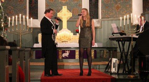 FAR OG DATTER: Kai Robert Johansen og datteren Camilla stiller også i år opp for Frelsesarmeens julegryte. Her fra tilsvarende konsert i 2016.