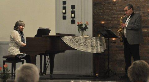 Musikk: Jørn Witzøe og Gunn Randi Leithe spilte sammen.
