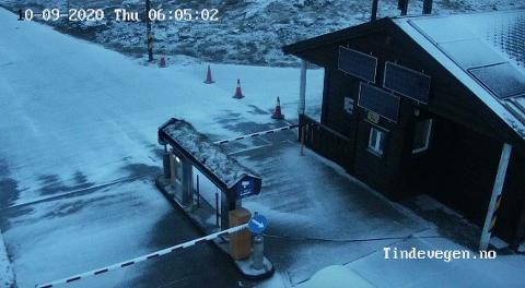 TURTAGRØ: Slik ser det ut ved bommen over Turtagrø torsdag morgon.