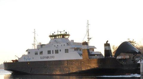INNSTILT: MF «Bjørnefjord» ble satt i drift igjen etter kollisjonen fredag kveld, men ble allerede lørdag morgen innstilt.