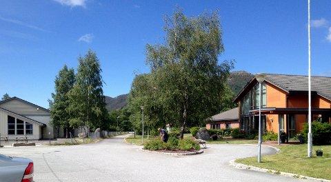 TRENG FLEIRE: Det trengst fleire fast tilsette ved Årdal omsorgssenter for å redusera bruk av vikarar og ekstravakter, meiner rådmann Wictor Juul.