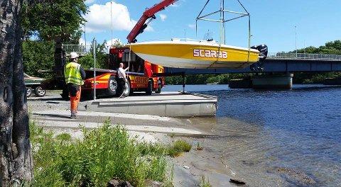 Natt til torsdag ble en speedbåt av merket Wellcraft Scarab stjålet i Larvik. Båten skal være den eneste av sitt slag i Norge. Foto: Bilberging Vestfold AS / NTB scanpix