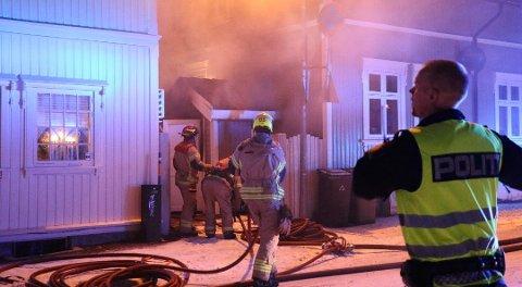 DRAMATISK: Den ene kvinnen som sov i huset da brannen startet, ble vekket og reddet ut av nødetatene som rykket ut til stedet.