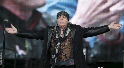 KOMMER: Little Steven kommer til Notodden Blues Festival også i år – og han blir i by'n hele uka – for å jobbe, bekrefter festivalsjef Jostein Forsberg. (Foto: Lise Åserud / NTB scanpix). INSTRUKSJON: Eleven møter en engasjert stjerne på Little Stevens Blues School. BYVENN: Little Steven er en venn av Notodden, her med ordfører Gry Fuglestveit.