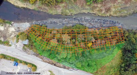 FORMIDABELJOBB:Kart som viser de 2.600 punktene i elvekanten på Li der det i hvert punkt skal lages en sju meter høy kalksementsøyle nede i kvikkleira.