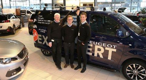 VEKST-BILEN: Peugeot Expert sørger for at Peugeot varebil er det som vokser aller mest. Fra venstre Tore Skodvin, Bård Are Hals og Morten Andre Karlsen.