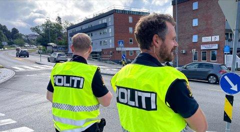 Politiet var på plass i Drøbak i forbindelse med skolestart mandag morgen.