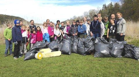 Mye skrot: Speiderne og miljøagentene samlet et helt søppelberg på Breivoll i 2015. ILLUSTRASJON: Sigrun Tytlandsvik