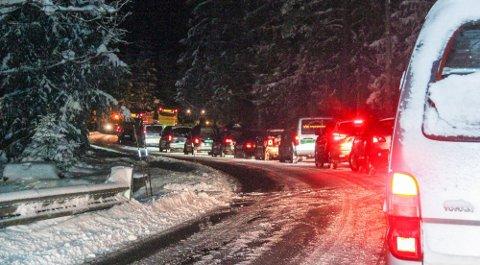 OBS: Kjøreforholdene onsdag morgen er utfordrende. Det lønner seg å være ekstra oppmerksom. Dette er i Bunnebakkene og Skarphella i Frogn.