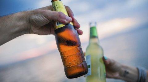 På land: Vil du drikke alkohol, bør du holde deg på land, eller nøye deg med å være passasjer på båten, mener organisasjonen AV-OG-TIL.Illustrasjonsfoto