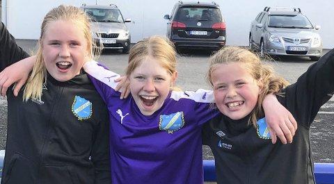 MÅLSKRED: Hele Gjerstad J12-laget storspilte mot Amazon/Imås. Det var Anen Karine F. Slåttekjær (fra venstre) Anne Veivåg og Thea Flåta Gundersen fikk æren av å sette inn de ni scoringene mot Grimstad-laget ondag. Mandag venter Tvedestrand hjemme på Fiane.