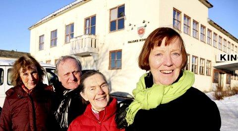 Vil bevare: – Fauske rådhus må bevares, mener (fra venstre) Else Gylseth, Trond Ole Slettvold, Frøydis Einset og tidligere ordfører Anne Stenhammer. Foto: Tore John Andreassen