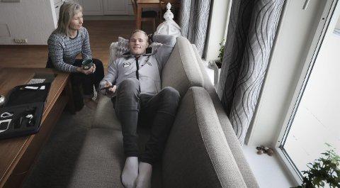 For noen måneder siden måtte Morten Thoresen holde sofaen hjemme i Skivika hos mamma Trine Jakobsen. Nå er han klar for sitt første senior-VM i bryting. Foto: Tom Melby