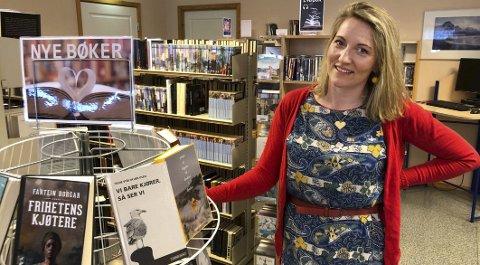 Godt kjennskap: Maria Almli har siden høsten 2018 arbeidet på biblioteket i Steigen en dag i uka. Nå er hun godt i gang med bibliotekstudier. Foto: Øyvind A. Olsen